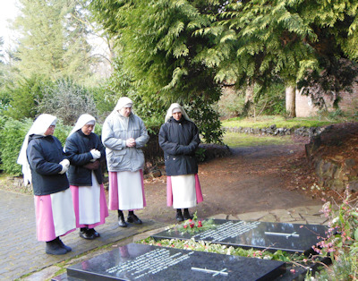 Sisters praying before the grave of M.Mary Michael